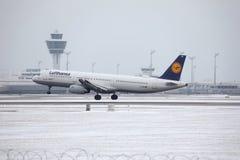 Lufthansa A321-100 D-AIRX enlevé de l'aéroport de Munchen Photo libre de droits