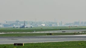 Lufthansa e Oman Air no aeroporto de Francoforte, FRA