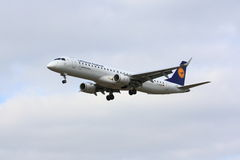 Lufthansa Embraer ERJ-190 Stockfotos