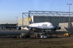 Lufthansa A380 en Lufthansa Technik Fotos de archivo libres de regalías
