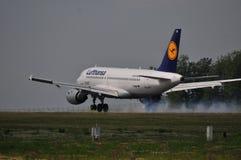 Lufthansa flyg Arkivfoto