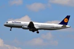Lufthansa flygbuss A321 Royaltyfria Bilder