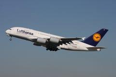 Lufthansa flygbuss A380 Fotografering för Bildbyråer