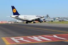 Lufthansa flygbuss A319-100 Fotografering för Bildbyråer