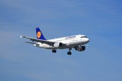 Lufthansa flygbuss A319 Royaltyfria Foton