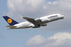 Lufthansa flygbuss A380 Royaltyfria Bilder