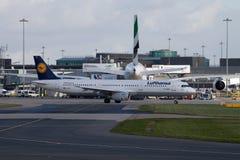 Lufthansa flygbuss A321 Royaltyfria Foton