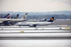 Lufthansa flygbuss A321-200 D-AIDE i den Munchen flygplatsen Royaltyfri Bild