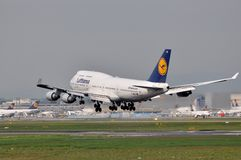 Lufthansa Jumbo. One of the biggest airlines in the world, Lufthansa main base is the Frankfurt airport. Main member of Star Alliance, can serve over 180 Stock Photo