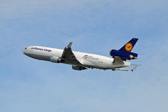 Lufthansa Lading McDonnell Douglas md-11F Royalty-vrije Stock Foto's