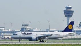 Lufthansa landning i den Munich flygplatsen, MUC