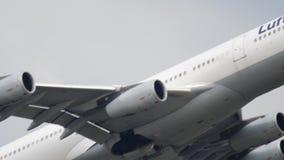 Lufthansa-Luchtbus 340 start stock video
