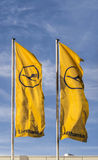 Lufthansa sjunker med det Lufthansa symbolet, den allian kranen och stjärnan Fotografering för Bildbyråer