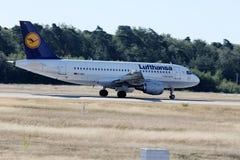 Lufthansa surfacent l'atterrissage sur la piste, Francfort, FRA Images libres de droits