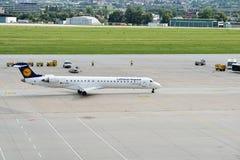 Lufthansa-vliegtuig Stock Afbeeldingen