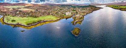 Luftherbstansicht von Dunvegan-Schloss, Insel von Skye stockbilder
