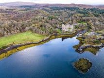Luftherbstansicht von Dunvegan-Schloss, Insel von Skye stockfotos