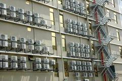 Luftkonditioneringsapparat på en byggnad Royaltyfria Foton