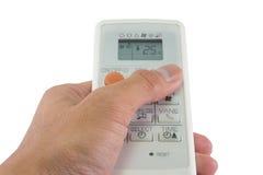 Luftkonditioneringsapparatfjärrkontroll i hand med isolerad vitbaksida Royaltyfri Bild
