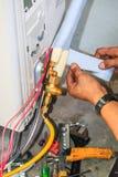 Luftkonditioneringsapparatinstallationsprocess Fotografering för Bildbyråer