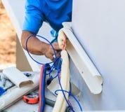 Luftkonditioneringsapparatinstallationsprocess Royaltyfri Bild