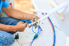 Luftkonditioneringsapparatinstallationsprocess Royaltyfria Bilder