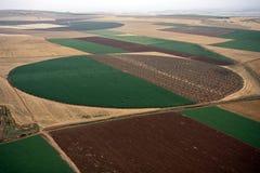 Luftlandschaft mit landwirtschaftlichem Feld Lizenzfreie Stockbilder