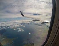 Luftlandschaftsansicht des Gebirgstropischen Küstenlinien-Strandes Nadi-Flughafens, Fidschi im South Pacific aus heraus lizenzfreie stockbilder