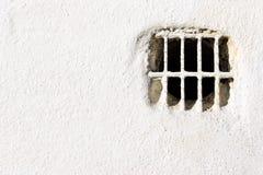 Luftlufthål på den vita väggen Royaltyfri Bild