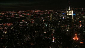 Luftnachtansicht von Nyc-Skyline-Anzeige Empire State Building stock video footage