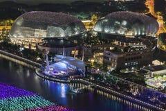 Luftnachtansicht von Singapur-Stadtbild mit dem Wunsch von Bereichen projektieren an der Jachthafenbucht Stockbild