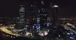Luftnachtgeschäft, das Moskau-Stadt errichtet stock footage