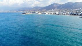 Luftpanorama auf Kreta-Insel, Bergen und blauem Meer stock footage