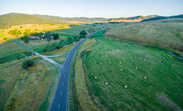 Luftpanorama der australischen Landschaft bei Sonnenuntergang Lizenzfreie Stockfotos