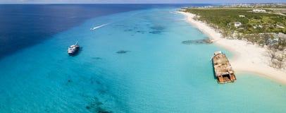 Luftpanorama des großartigen Türken mit klarem Wasser, Booten und shipw Lizenzfreies Stockfoto