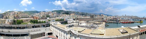 Luftpanorama des Hafens von Genua, Italien lizenzfreie stockfotos