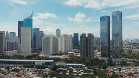 Luftpanorama des Stadtzentrums mit Wolkenkratzern Jakarta indonesien stock footage
