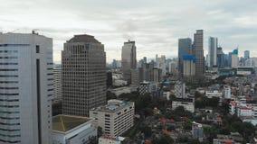 Luftpanorama des Stadtzentrums mit Wolkenkratzern Jakarta indonesien stock video