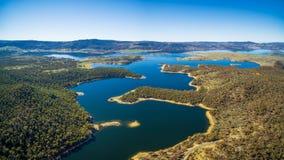 Luftpanorama von See Jindabyne, New South Wales, Australien lizenzfreies stockbild