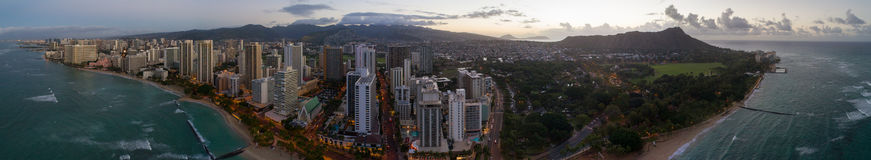 Luftpanorama Waikiki Strand und Diamond Head lizenzfreie stockfotos