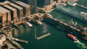 Luftpanoramaansicht von Hong Kong Island mit Hafenterminal stock footage