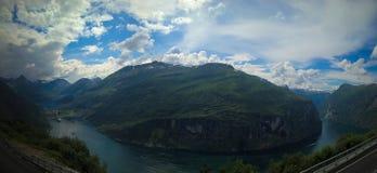 Luftpanoramaansicht zu Geiranger-Fjord, Trollstigen, Norwegen Lizenzfreies Stockfoto