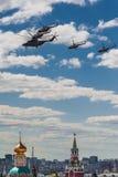 Luftparade über Moskau Lizenzfreie Stockfotos