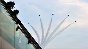 Luftparade der Anordnung F-16 während der Nationaltag-Parade Lizenzfreie Stockbilder