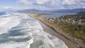 Luftperspektive über Pazifikküste-Strand Bayocean-Halbinsel-Park stockfotos