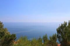 Luftperspektive des Meeres, des Leuchtturmes und des netten von der Form stockfotos