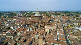 Luftschießen mit Brummen auf Pavia Stockfotos