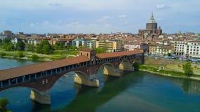 Luftschießen mit Brummen auf Pavia Stockbild