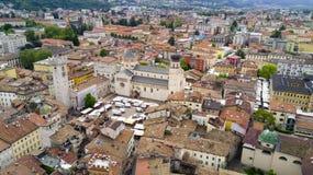 Luftschießen mit Brummen auf Trento Stockbild