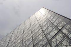 Luftschlitz in Paris - Pyramide stockfotos